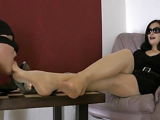 Worship nyloned feet