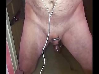 Mistress Sin electrifies slave