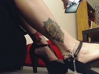 Giantess Mistress wears High..