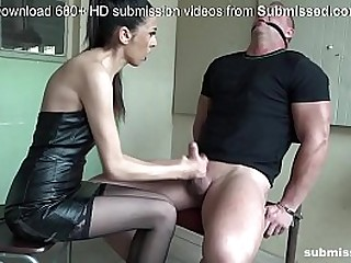 Brunette slut has a feet..