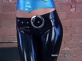 Sexy latex babe Anias rubber..